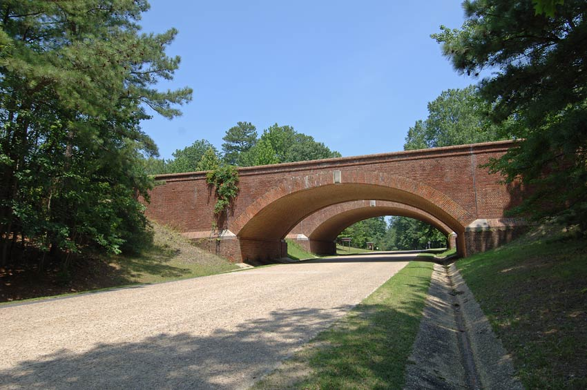 colonial-parkway